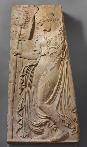 Ménade dansant, relief en marbre pentélique, copie d'un relief grec daté vers  425-400 avant notre ère attribué à Callimaque, époque impériale, règne d'Auguste (27 avant notre ère – 14). New York, The Metropolitan Museum of Art, Fletcher Fund, 1935, inv. no 35.11.3. © 2000–2019 The Metropolitan Museum of Art